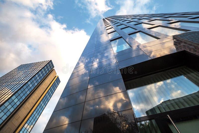 Σύγχρονη αρχιτεκτονική φθινοπώρου του Ντόρτμουντ Γερμανία στοκ φωτογραφία με δικαίωμα ελεύθερης χρήσης
