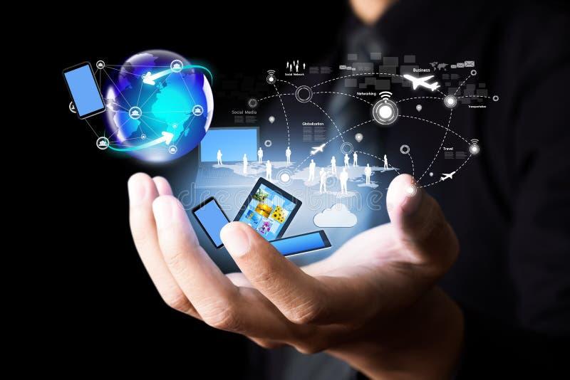 Σύγχρονη ασύρματη τεχνολογία και κοινωνικό δίκτυο στοκ εικόνα με δικαίωμα ελεύθερης χρήσης
