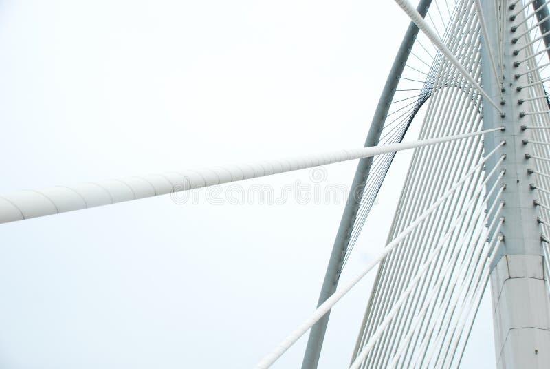 Σύγχρονη γέφυρα για να πάρει τη μορφή & τις γραμμές στοκ εικόνες