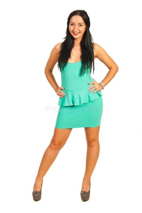 Σύγχρονη γυναίκα στο πράσινο κοντό φόρεμα στοκ φωτογραφία με δικαίωμα ελεύθερης χρήσης