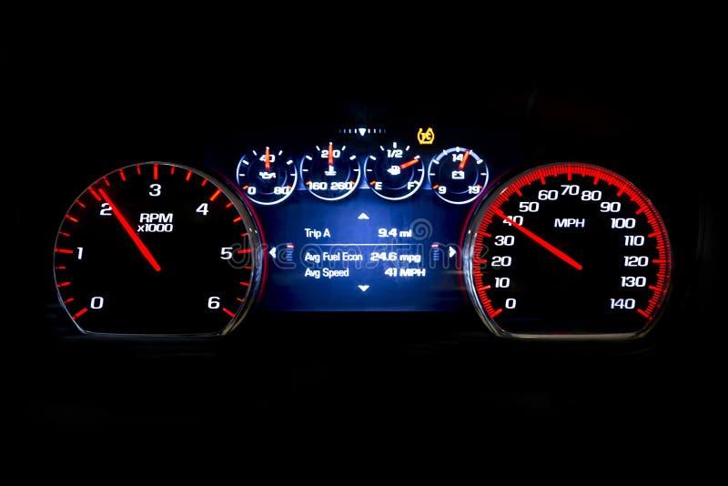 Σύγχρονη ελαφριά απόσταση σε μίλια αυτοκινήτων στη μαύρη ταχύτητα Avr υποβάθρου στοκ φωτογραφίες με δικαίωμα ελεύθερης χρήσης
