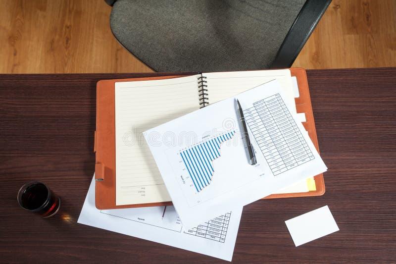 Σύγχρονη διάσκεψη στρογγυλής τραπέζης στοκ φωτογραφίες με δικαίωμα ελεύθερης χρήσης