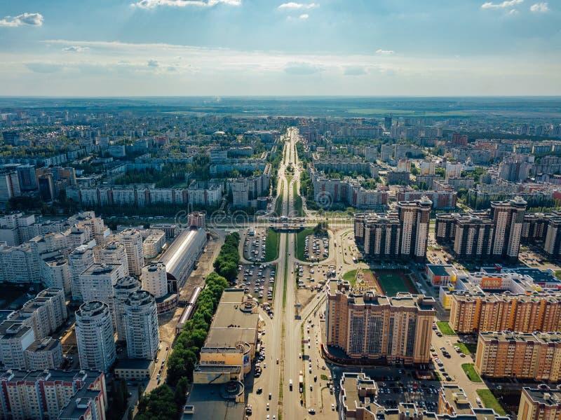Σύγχρονη κατοικήσιμη περιοχή σε Voronezh, εναέρια άποψη από τον κηφήνα στη θερινή ημέρα στοκ φωτογραφίες με δικαίωμα ελεύθερης χρήσης