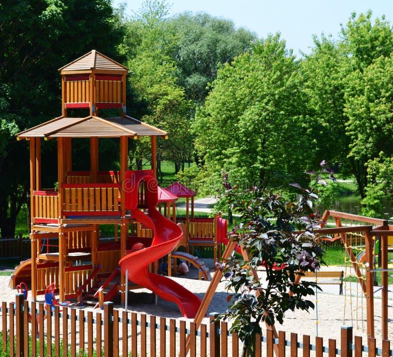 σύγχρονη παιδική χαρά πάρκων στοκ εικόνες