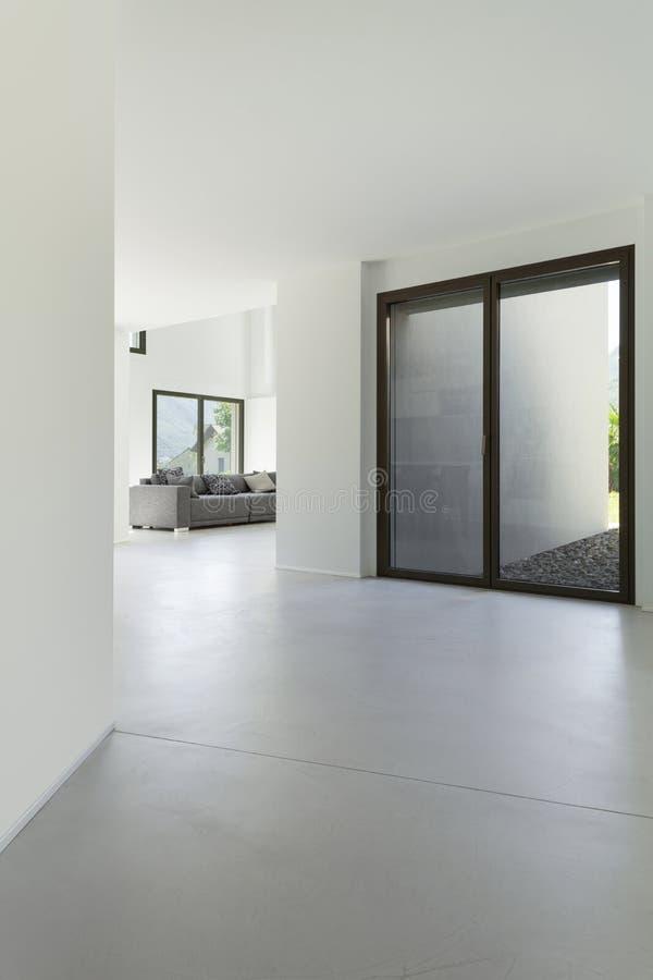 Σύγχρονη σοφίτα, κενή αίθουσα στοκ φωτογραφία με δικαίωμα ελεύθερης χρήσης