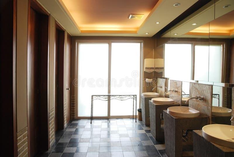 Σύγχρονη τουαλέτα στοκ εικόνες με δικαίωμα ελεύθερης χρήσης