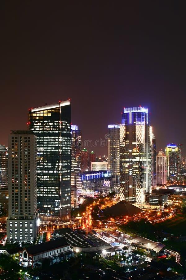 σύγχρονη χτίζοντας πόλη νύχτας στοκ φωτογραφία με δικαίωμα ελεύθερης χρήσης