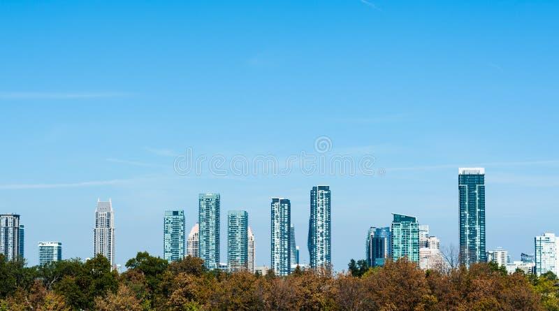 Σύγχρονοι κατοικημένοι πύργοι σε Mississauga, Οντάριο, Καναδάς στοκ εικόνες με δικαίωμα ελεύθερης χρήσης