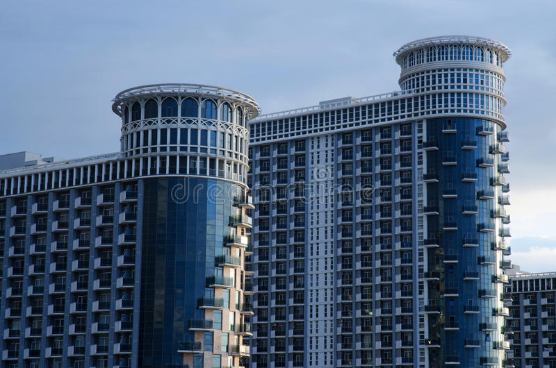 Σύγχρονοι πύργοι θάλασσας διαμερισμάτων οικοδόμησης, ξενοδοχείο σύνθετο σε Μαύρη Θάλασσα, Batumi, Γεωργία στοκ φωτογραφίες με δικαίωμα ελεύθερης χρήσης