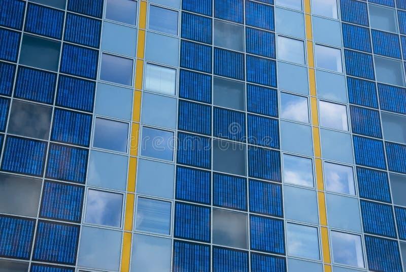 σύγχρονος ηλιακός προσόψ στοκ εικόνα με δικαίωμα ελεύθερης χρήσης
