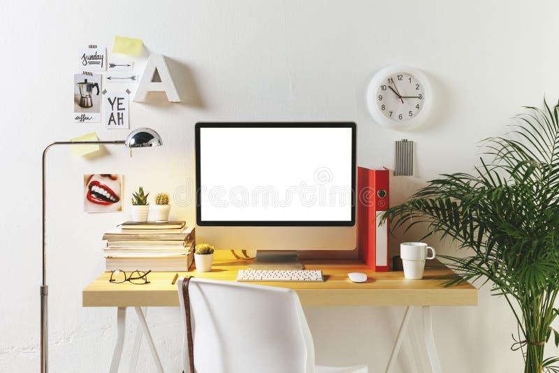 Σύγχρονος δημιουργικός χώρος εργασίας στοκ φωτογραφία με δικαίωμα ελεύθερης χρήσης