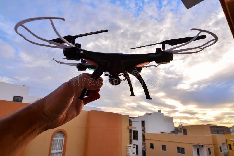 Σύγχρονος κηφήνας αεροσκαφών κινηματογραφήσεων σε πρώτο πλάνο Copter τεχνολογίας στοκ φωτογραφία