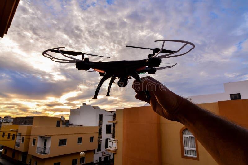 Σύγχρονος κηφήνας αεροσκαφών κινηματογραφήσεων σε πρώτο πλάνο Copter τεχνολογίας στοκ εικόνες με δικαίωμα ελεύθερης χρήσης