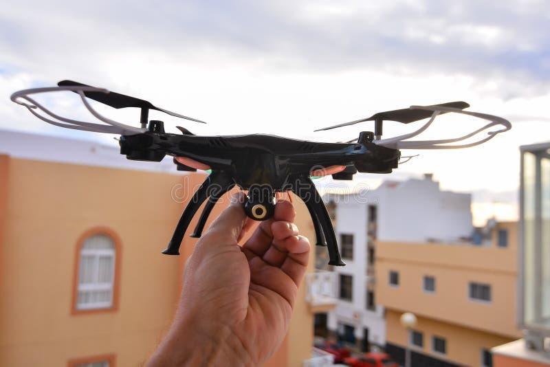 Σύγχρονος κηφήνας αεροσκαφών κινηματογραφήσεων σε πρώτο πλάνο Copter τεχνολογίας στοκ εικόνα