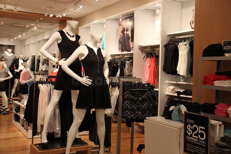 Σύγχρονος μαγαζί λιανικής πώλησης μόδας στοκ εικόνα
