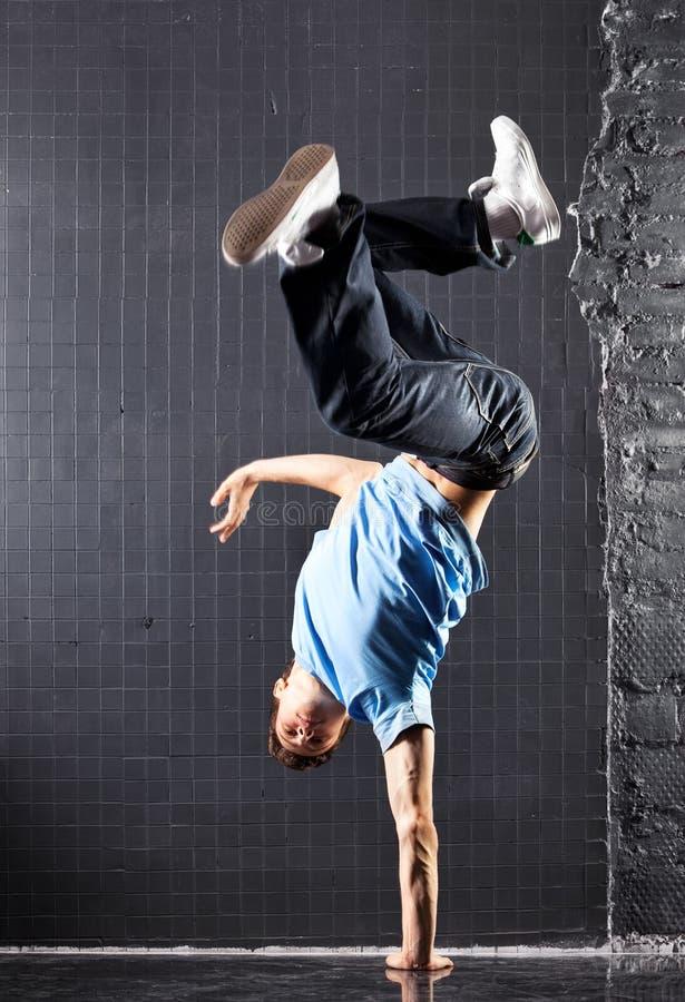 Σύγχρονος χορός νεαρών άνδρων στοκ φωτογραφία με δικαίωμα ελεύθερης χρήσης
