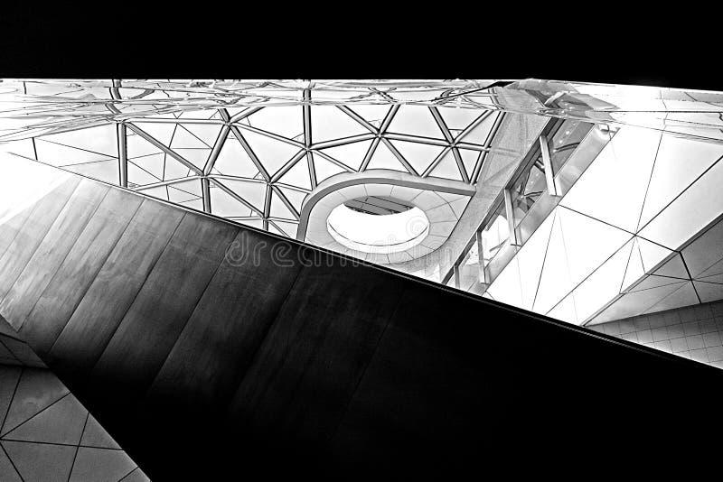 Σύγχρονο γεωμετρικό ανώτατο όριο αρχιτεκτονικής στοκ εικόνα με δικαίωμα ελεύθερης χρήσης