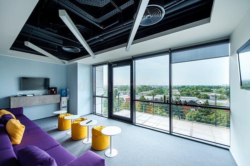 Σύγχρονο γραφείο με μια τρομερή άποψη στοκ φωτογραφία με δικαίωμα ελεύθερης χρήσης