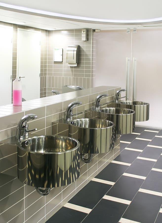 σύγχρονο δημόσιο WC στοκ εικόνες