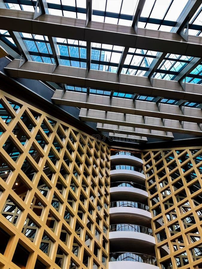 Σύγχρονο επιχειρησιακό γραφείο ουρανοξυστών, εταιρικός σύγχρονος αφηρημένος ζωηρόχρωμος προσόψεων οικοδόμησης επιχειρηματικό εται στοκ φωτογραφίες