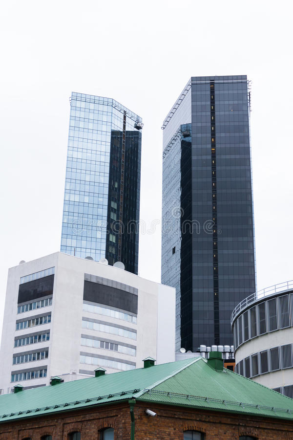 Σύγχρονο επιχειρησιακό κτήριο στο Ταλίν ουρανοξύστης στην πόλη στοκ φωτογραφίες