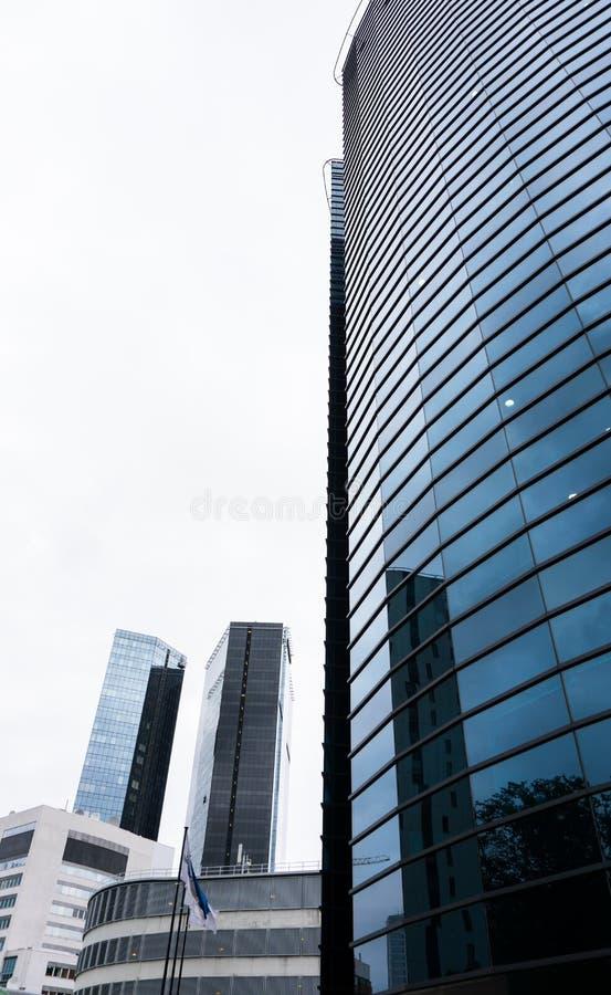 Σύγχρονο επιχειρησιακό κτήριο στο Ταλίν ουρανοξύστης στην πόλη στοκ εικόνα με δικαίωμα ελεύθερης χρήσης