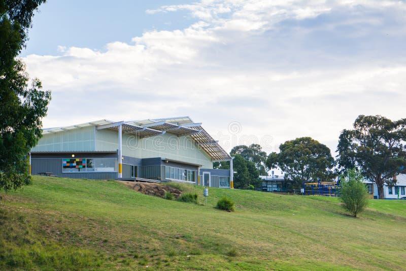 Σύγχρονο δημοτικό σχολείο στοκ φωτογραφία