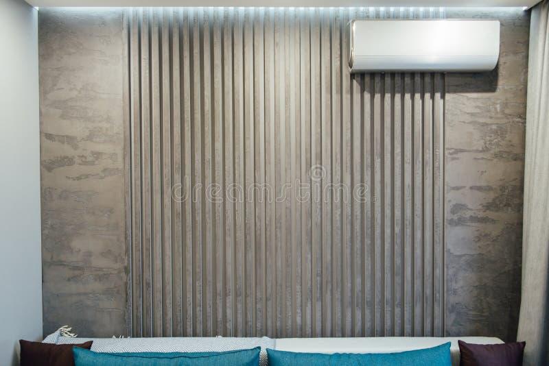Σύγχρονο καθιστικό στο apartament με τα έπιπλα Κανένας μέσα στοκ φωτογραφίες με δικαίωμα ελεύθερης χρήσης