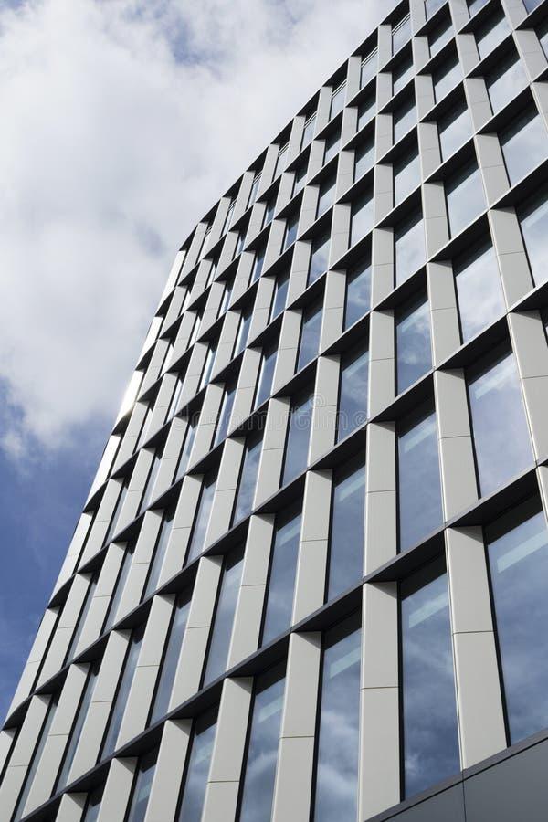 Σύγχρονο κτήριο ανόδου γυαλιού και χάλυβα υψηλό στοκ φωτογραφίες με δικαίωμα ελεύθερης χρήσης