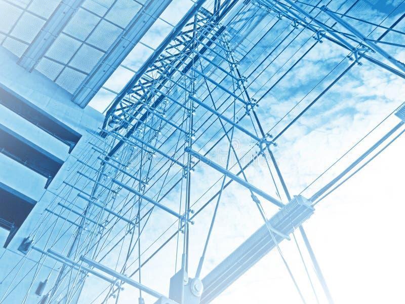 Σύγχρονο κτήριο στεγών γυαλιού λεπτομερειών αρχιτεκτονικής στοκ εικόνα