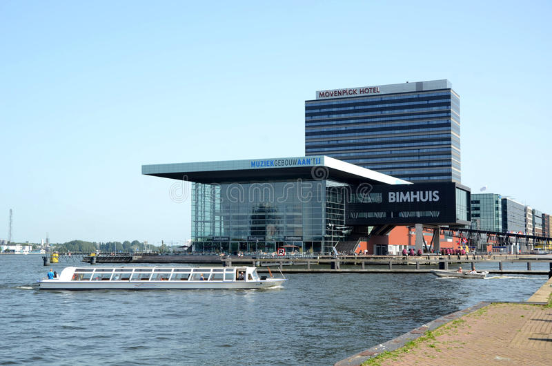 Σύγχρονο κτήριο στο Άμστερνταμ Κάτω Χώρες στοκ εικόνες