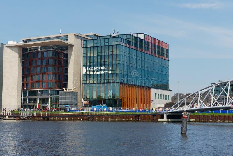 Σύγχρονο κτήριο του Άμστερνταμ φορτηγών Conservatorium στο Άμστερνταμ, Κάτω Χώρες στοκ εικόνες με δικαίωμα ελεύθερης χρήσης