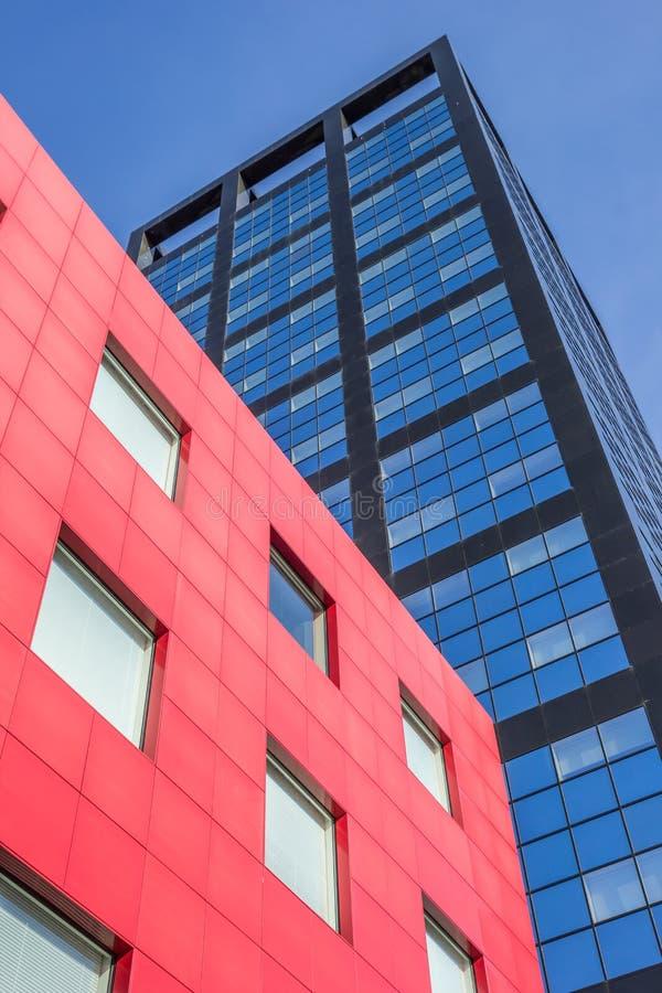 Σύγχρονο κτίριο γραφείων στο κέντρο του leeeuwarden στοκ φωτογραφία με δικαίωμα ελεύθερης χρήσης