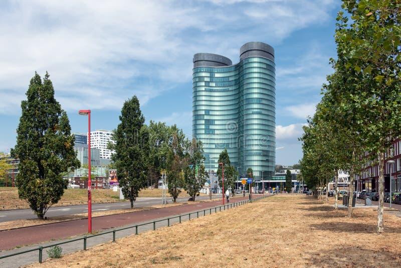 Σύγχρονο κτίριο γραφείων της μεγάλης ολλανδικής οικονομικής επιχείρησης στοκ εικόνες με δικαίωμα ελεύθερης χρήσης