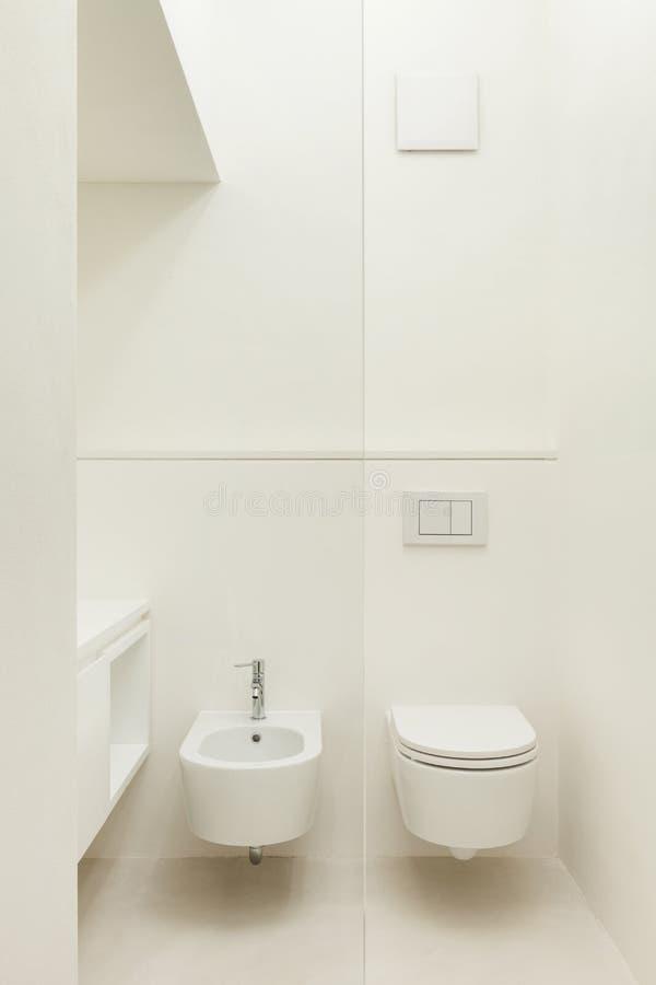 Σύγχρονο λουτρό, τουαλέτα στοκ εικόνες