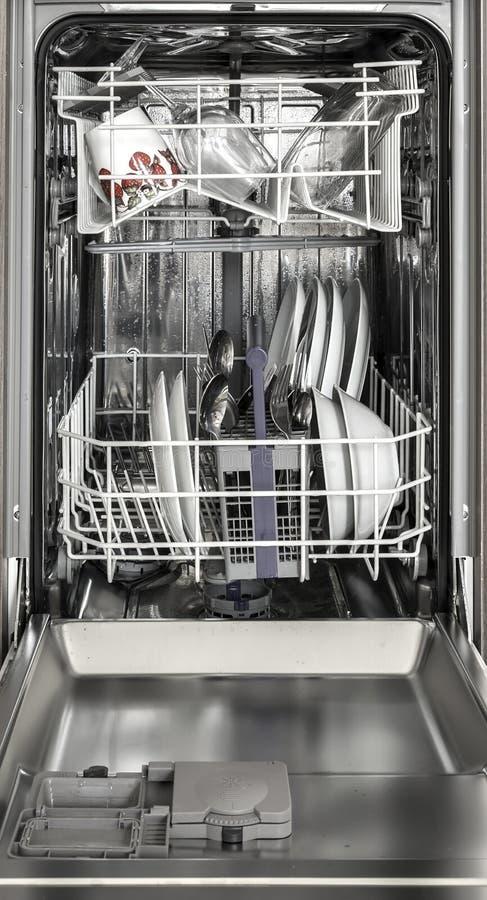 Σύγχρονο πλυντήριο πιάτων στοκ φωτογραφία