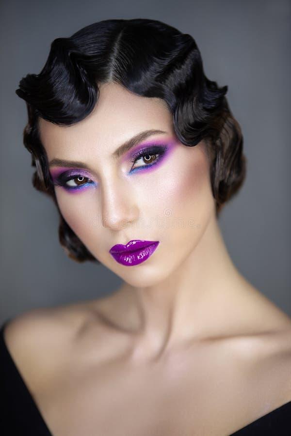 Σύγχρονο πορτρέτο ομορφιάς ενός κοριτσιού 30 Χ στοκ εικόνες