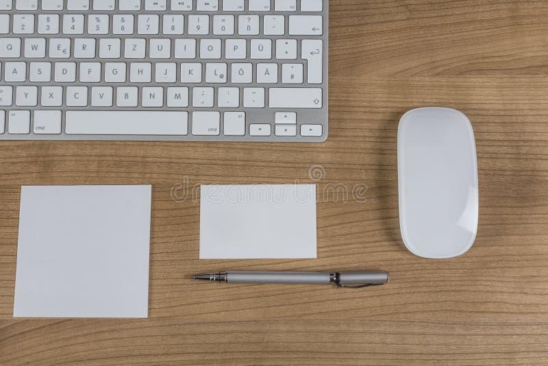 Σύγχρονο πληκτρολόγιο σε έναν υπολογιστή γραφείου στοκ φωτογραφία με δικαίωμα ελεύθερης χρήσης