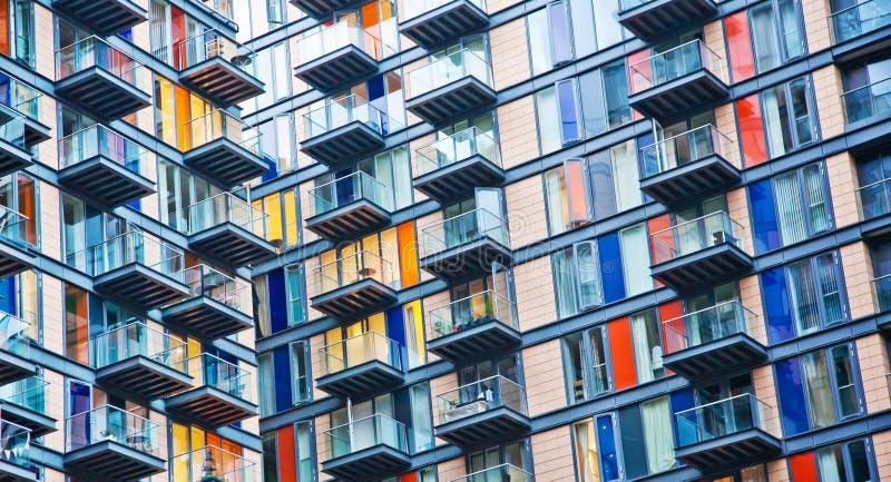 Σύγχρονο σπίτι, αστικό σύμβολο ζωής στοκ φωτογραφίες