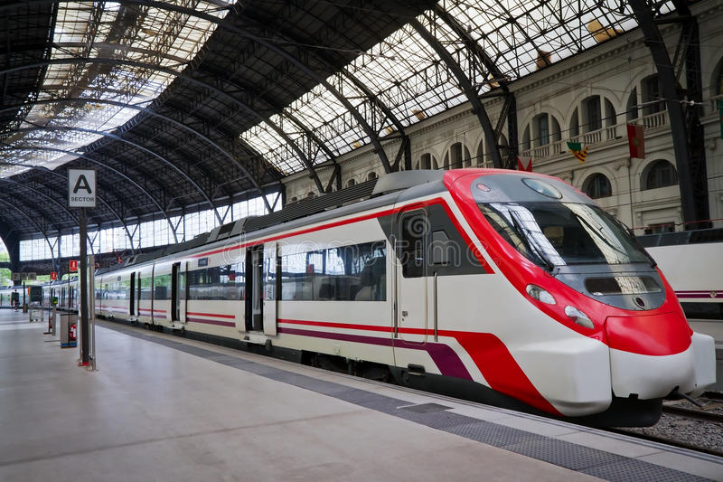 σύγχρονο τραίνο σταθμών στοκ φωτογραφία με δικαίωμα ελεύθερης χρήσης