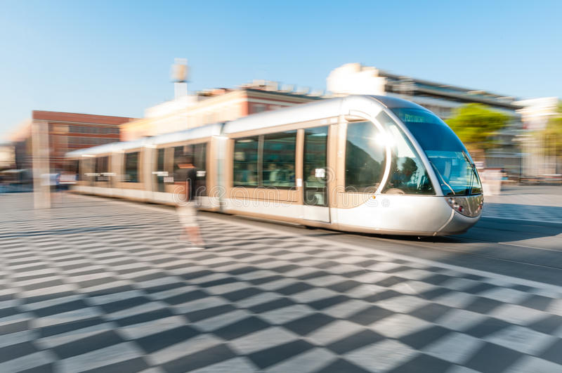 Σύγχρονο τραμ στην πόλη της Νίκαιας, Γαλλία. στοκ φωτογραφία με δικαίωμα ελεύθερης χρήσης
