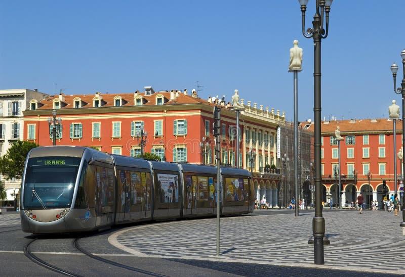 Σύγχρονο τραμ στο κέντρο της Νίκαιας, Γαλλία στοκ φωτογραφία με δικαίωμα ελεύθερης χρήσης