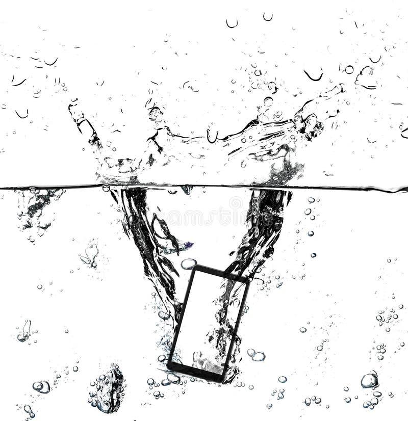 Σύγχρονο smartphone οθόνης αφής και κενή οθόνη στο νερό με τον παφλασμό και τις φυσαλίδες στοκ εικόνα με δικαίωμα ελεύθερης χρήσης
