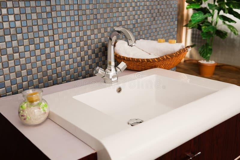 σύγχρονο washbasin λουτρών στοκ φωτογραφίες