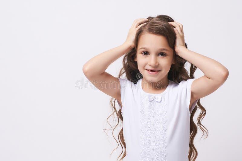 σύγχυσης Έκπληξη Κορίτσι πορτρέτου συγκινήσεις Παιδί στοκ φωτογραφία με δικαίωμα ελεύθερης χρήσης