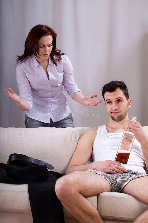 Σύζυγος που αγνοεί τη σύζυγό του στοκ εικόνα με δικαίωμα ελεύθερης χρήσης