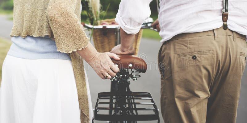 Σύζυγος συζύγων ζεύγους που χρονολογεί την έννοια αγάπης χαλάρωσης στοκ εικόνες με δικαίωμα ελεύθερης χρήσης