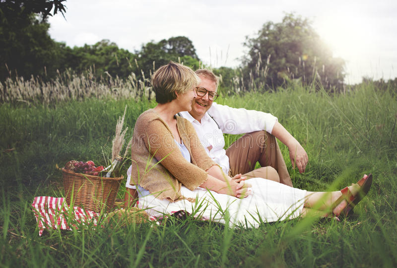 Σύζυγος συζύγων ζεύγους που χρονολογεί την έννοια αγάπης χαλάρωσης στοκ φωτογραφίες με δικαίωμα ελεύθερης χρήσης