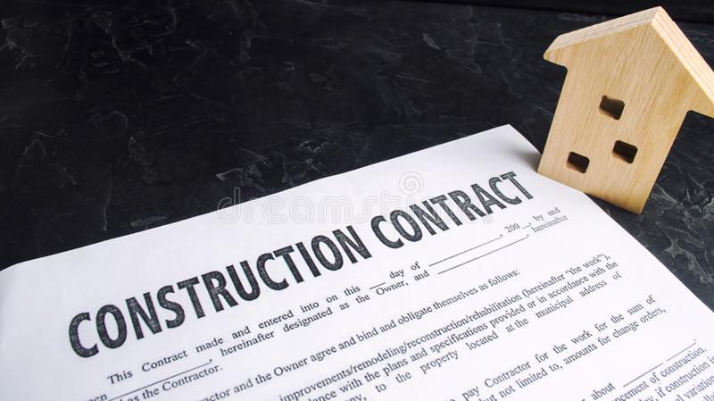 Σύμβαση και σπίτι κατασκευής έννοια της ακίνητης περιουσίας και προγραμματισμός της οικοδόμησης ενός σπιτιού Σπίτι προγράμματος ε στοκ εικόνες