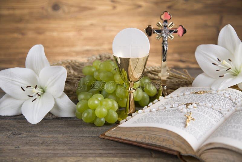 Σύμβολο Eucharist του ψωμιού και του κρασιού, κάλυκας και οικοδεσπότης, comm πρώτα στοκ εικόνα με δικαίωμα ελεύθερης χρήσης